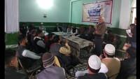 हल्द्वानी के एवान-ए-जहूर मैरिज हाल में आयोजित पुलिस की चौपाल में मौजूद स्थानीय लोग