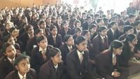 मिर्जापुर में आयोजित बाल फिल्म महोत्सव में फिल्म देखते बच्चे