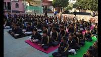 हल्द्वानी केएस.के.एम. सीनियर सेकेंडरी स्कूलमें आयोजित पुलिस की पाठशाला में मौजूद बच्चे