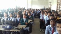 बाल फिल्म महोत्सव के तहत वाराणसी के लोहता स्थित सनलाइट पब्लिक स्कूल में फिल्म देखते बच्चे
