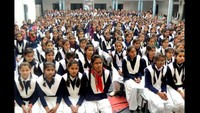 भदोही केज्ञान देवी बालिका इंटर कॉलेज में आयोजित पुलिस की पाठशाला में मौजूद छात्राएं