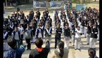 वाराणसी के श्री अग्रसेन कन्या पीजी कॉलेजमें आयोजित आत्म रक्षा प्रशिक्षण कार्यक्रम के दौरान शपथ लेती छात्राएं
