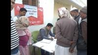 मुरादाबाद के गिदौड़ गांव में आयोजित शिविर में स्वास्थ्यपरीक्षण करते चिकित्सक