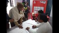 अमरोहा के सैदनगली में आयोजित शिविर में स्वास्थ्य परीक्षण करते चिकित्सक
