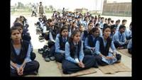 गोरखपुर केशोहरतगढ़स्थितपीपीएस स्कूल में आयोजित स्वास्थ्य शिविर में मौजूद विद्यार्थी