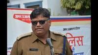 मुजफ्फरनगर केजयहिंद इंटर कॉलेज में आयोजित पुलिस की पाठशाला को संबोधित करते एसपी आलोक शर्मा