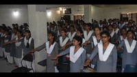 गोरखपुर केमहाराणा प्रताप पॉलिटेक्निक में आयोजित पुलिस की पाठशाला में नारी गरिमा को अक्षुण्ण बनाए रखने की शपथ लेती छात्राएं