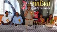 कुशीनगर के महाराणा प्रताप इंटर कॉलेज में आयोजित आत्मरक्षा प्रशिक्षण कार्यशाला में छात्राओं को संबोधित करती इंस्पेक्टर विभा पाण्डेय