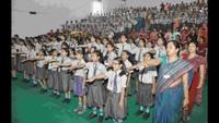 गाजियाबाद केराम किशन इंस्टीट्यूट मेंआयोजित पुलिस की पाठशाला में शपथ लेते विद्यार्थी एवं शिक्षक