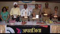कानपुर के दून इंटरनेशनल स्कूल में आयोजित पुलिस की पाठशाला में मौजूद अधिकारी एवं अन्य अतिथि