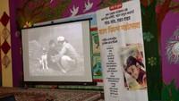 नोएडा के सेक्टर-48 स्थित फाउंडेशन स्टेप स्कूल में आयोजित बाल फिल्म उत्सव के दौरान 'कुत्ते की कहानी' का एक दृश्य