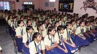 कानपुर के कर्मयोगी इंटर कॉलेज में आयोजित पुलिस की पाठशाला में मौजूद छात्राएं