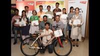 कानपुर में आयोजित 'मेरा देश, मेरा गणतंत्र' पेंटिंग प्रतियोगिता के पुरस्कृत छात्र