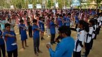 वाराणसी केपरमानंदपुर स्थित विकास इंटर कॉलेज में अपराजिता की शपथ लेती छात्राएं
