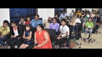 मेरठ स्थितअमर उजाला कार्यालय में आयोजित मेरा देश मेरा गणतंत्र पेंटिंग प्रतियोगिता सम्मान समारोह में मौजूद बच्चे एवं अभिभावक