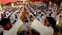 वाराणसी केमहामना मालवीय इंटर कॉलेज में आत्मरक्षा के गुर सीखती छात्राएं