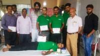 कानपुर केलाजपत नगर स्थित गुरुद्वारे में स्वैच्छिक रक्तदान करते युवा