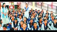 चंडीगढ़ केसेक्टर-41 ए स्थित गवर्नमेंट मॉडल हाई स्कूल मेंआयोजित पुलिस की पाठशाला में एसएसपी से सवाल पूछती छात्रा