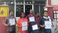 कानपुर केहैलट अस्पताल में आयोजित शिविर में रक्तदान करते लोग