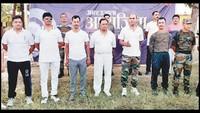 महराजगंज केगणेश शंकर विद्यार्थी स्मारक इंटर कॉलेज में आयोजित आत्मरक्षा प्रशिक्षण शिविर में मौजूद विशेषज्ञों की टीम