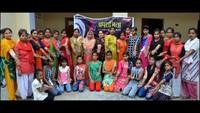 अलीगढ़ केजीटी रोड स्थित रघुनाथ होम्स बापू धाम में आयोजित आत्मरक्षा प्रशिक्षणशिविर में मौजूद महिलाएं एवं छात्राएं