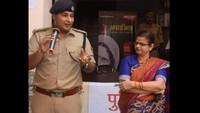 कानपुर केपारितोष इंटर कॉलेज में आयोजित पुलिस की पाठशाला में बच्चों को संबोधित करते आईपीएस चक्रेश मिश्रा