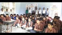 महर्षि दयानंद सीनियर सेकेंडरी स्कूल ओगीपुर में बाल फिल्म देखते बच्चे