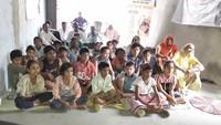 ग्राम पंचायत चंडौस में बाल फिल्म देखते बच्चे एवं गाँव के लोग