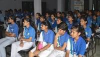 डीआरबी इंटर कॉलेज में बाल फिल्म देखते बच्चे