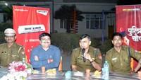 गाजियाबाद केवैशाली सेक्टर- 4स्थित गौर गंगा सोसायटी में आयोजित पुलिस की चौपाल में बोलते एसपी सिटी डॉ. मनीष कुमार मिश्रा