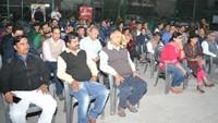 गाजियाबाद केराजनगर एक्सटेंशन स्थिति अजनारा इंटीग्रिटी सोसायटी में आयोजित पुलिस की चौपाल में मौजूद लोग