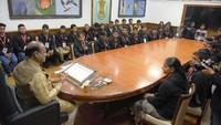 संसद भवन में आयोजित अतुल माहेश्वरी छात्रवृत्ति सम्मान समारोह में बच्चों को संबोधित करते लोकसभा अध्यक्ष ओम बिरला