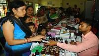 कानपुर के मॉडर्न पब्लिक स्कूल में आयोजित निःशुल्क स्वास्थ्य शिविर में बच्चों व महिलाओं को दवाइयां भी गईl