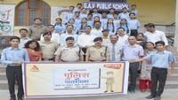 कांगड़ा के जीएवी पब्लिक स्कूल में आयोजित पुलिस की पाठशाला में एसपी के साथ विद्यार्थी एवं अध्यापक।