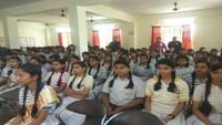कानपुर में आयोजित पुलिस की पाठशाला में मौजूद विद्यार्थी।