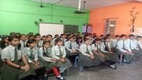 जालौन के एसबीडीएम इंटर कॉलेज में आयोजित पुलिस की पाठशाला में मौजूद विद्यार्थी