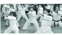 वाराणसी के शिऑन पब्लिक स्कूल में आत्मरक्षा, योग और ध्यान प्रशिक्षण।