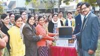 अमर उजाला फाउंडेशन ने तकनीकी शिक्षा के लिए दिए लैपटाॅप