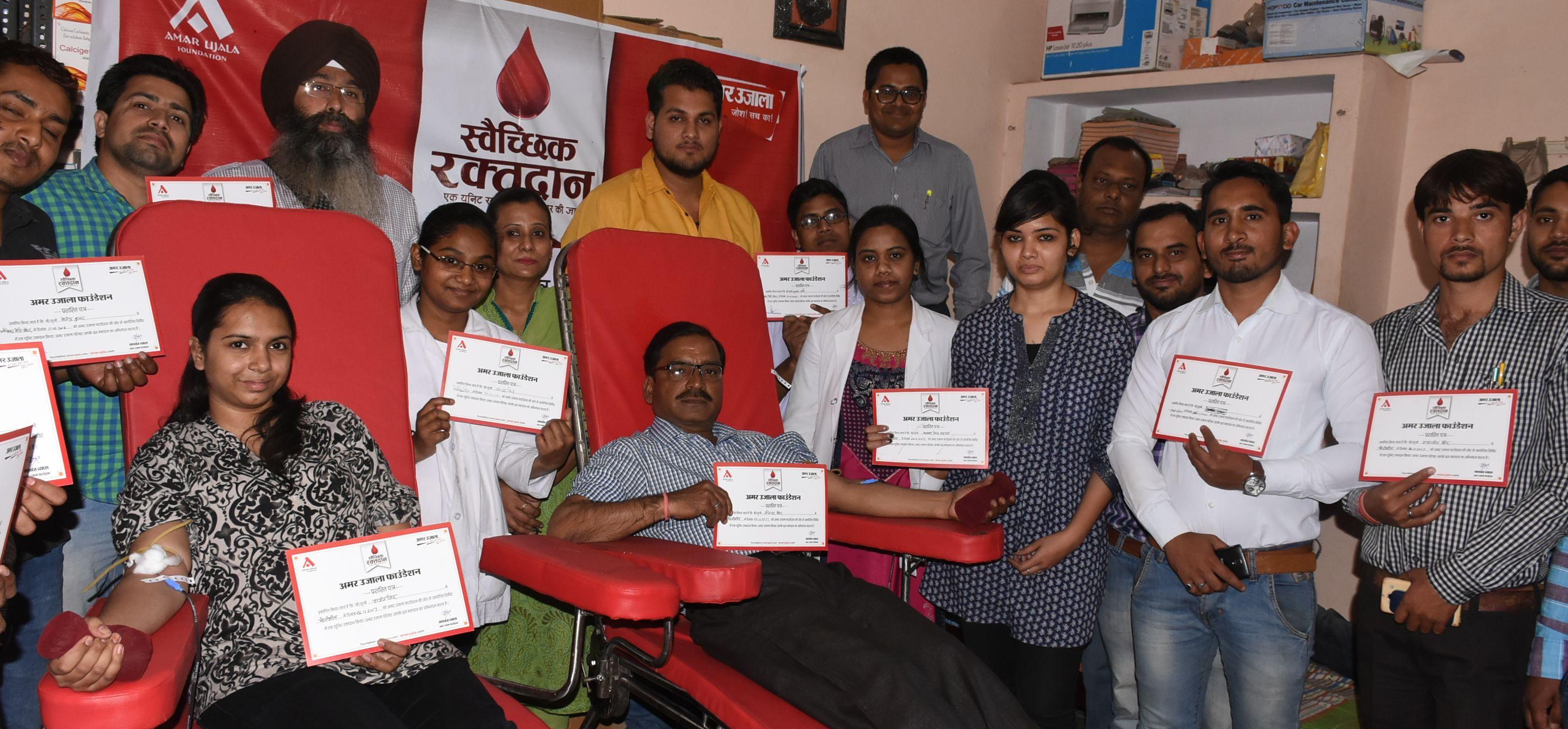विश्व रक्तदाता दिवस के अवसर पर आयोजित 78 शिविरों में 4423 लोगों ने किया महादान।
