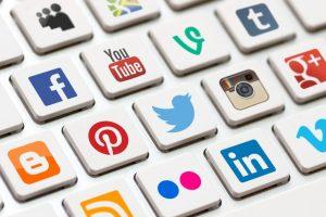 Memanfaatkan media sosial