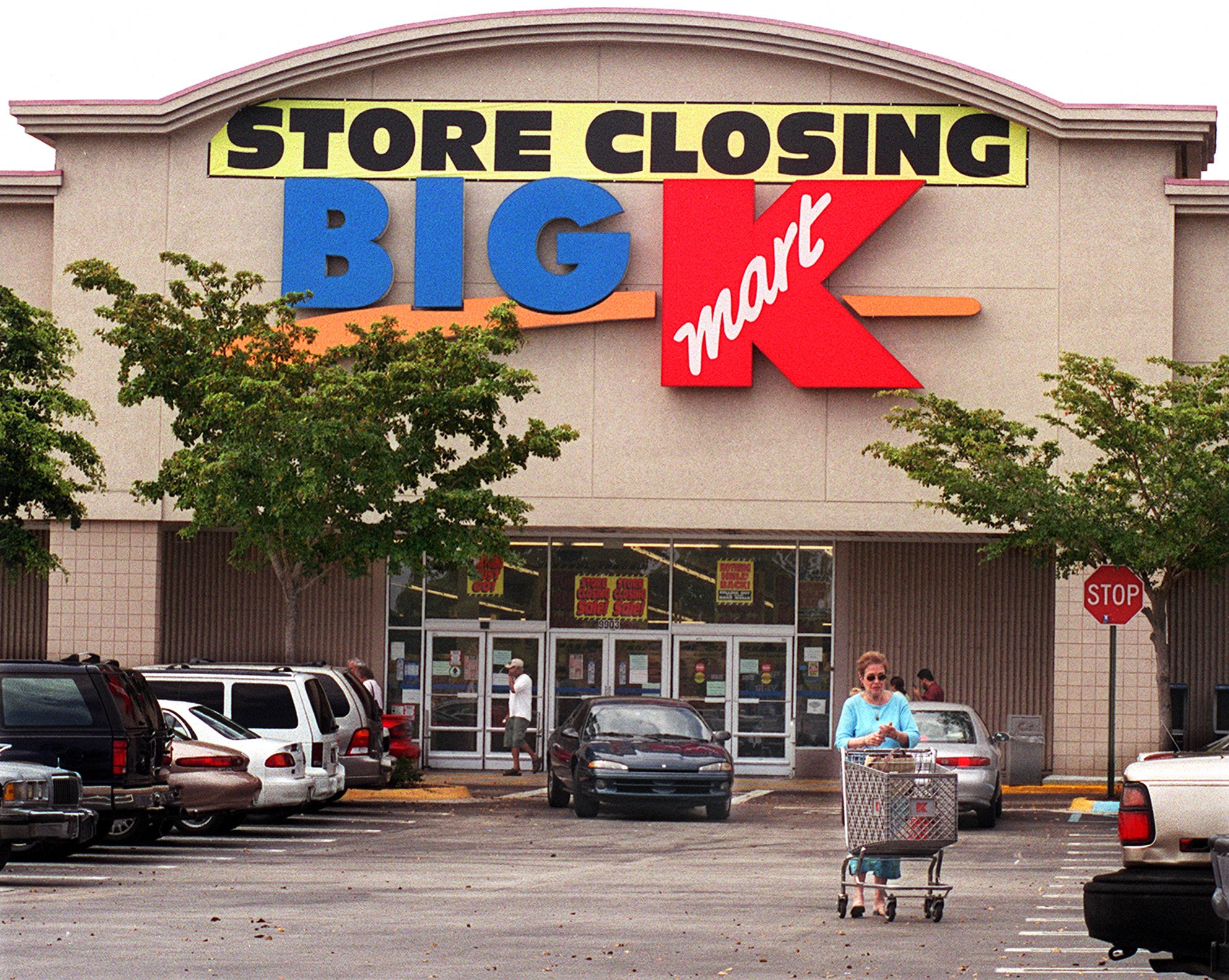 20 + Retail Stores Who Are Closing Down Under Performing ... - photo#1