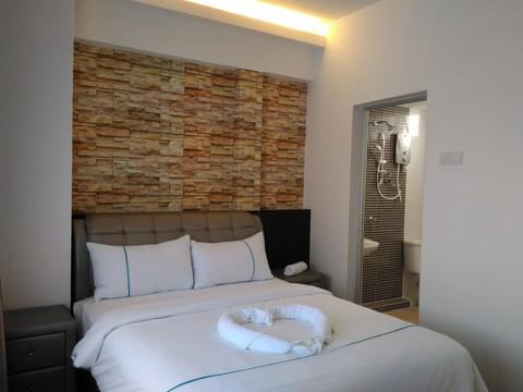 P 20161020 154537 master bedroom