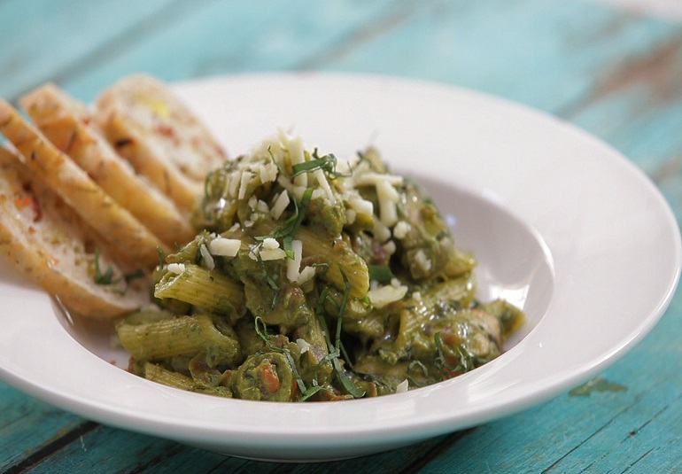 Spinach soup pasta recipe spinach and pasta soup recipe ifn india food network india recipes forumfinder Gallery