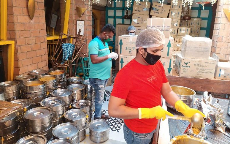 Restaurant Owner, Neeti Goel Volunteers 1,00,000 Meals A Day During COVID 19
