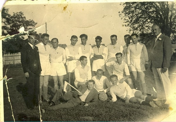 "<p>Maccabi Czernowitz football team in the 1920&#8217;s, via the <a href=""http://ehpes.com/blog1/category/sports/"">Jewish Bukovina Czernowitz&nbsp;Blog</a> </p>"