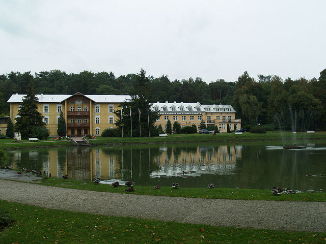 "<p>Nałęczów spa park today. <a href=""https://www.flickr.com/photos/kasiaflickr/8107373106/in/photolist-dmqpSA-dmqpyW-9T6jMe-nnioz-55igCF-55ntHq-6V1wiB-fkrJN1-fkrMkb-fkcE1t-fkcEkg-fkrLSC-fkrKaJ-fkrJfA-fkczxe-fkcCgK-gPCMJV-j2Lr42-5NKBnN-b9pUpB-5pTsGC-dRW4uc-4VKDrV-9YDVts-9YDVjb-mKYMDv-mL1xi1-mKYvK6-mb395s-mb1s2e-fkcCRt-fkcBUT-d1FRP"">Via</a> Flickr user Catherine&nbsp;Bulinski.</p>"