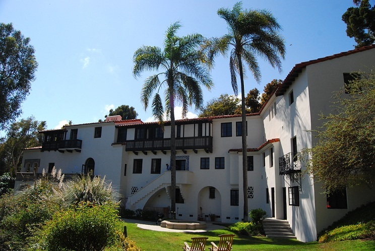 "<p>The most glamorous of retreats.&nbsp;<a href=""http://www.alex-aroundtheworld.com/losangeles/html/pacific_palisades.html"">via</a></p>"