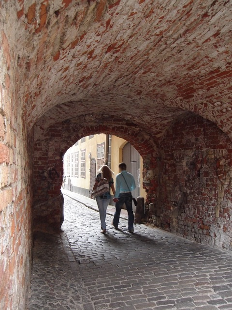 <p>A couple in Vilna, Lithuania. Photograph by Rachel&nbsp;Mines</p>