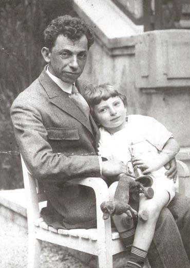 <p>Bergelson with his son Lev</p>