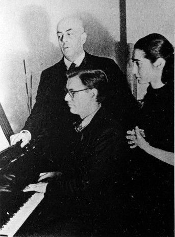 "<p>Early in her career, Jaldati sings with Dutch composer Rudolf Escher and Eberhard Rebling.&nbsp;<a href=""http://claude.torres1.perso.sfr.fr/Pays-Bas/Westerbork/Discographie.html"">via</a></p>"